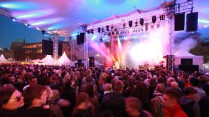 Das Zeltdach der neuen NDR Bühne wird abends illuminiert - Foto (c) Axel Herzig
