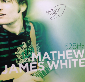 "Cover von Mathews drittem Album ""528Hz"""