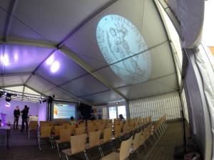 Hörsaalzelt der Kieler Uni Live