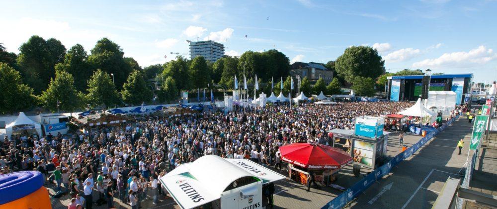 Public Viewing des EM Fußballspiels Deutschland-Nordirland auf der NDR Bühne zur Kieler Woche 2016