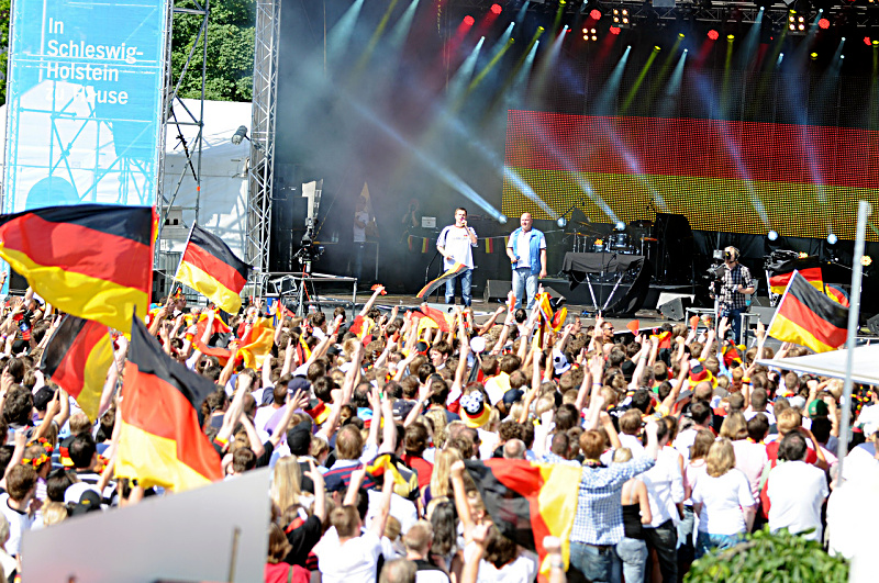 Public Viewing auf der Kieler Woche (Foto: (c) NDR / Maas